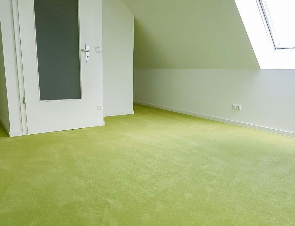 Grüner Teppichboden