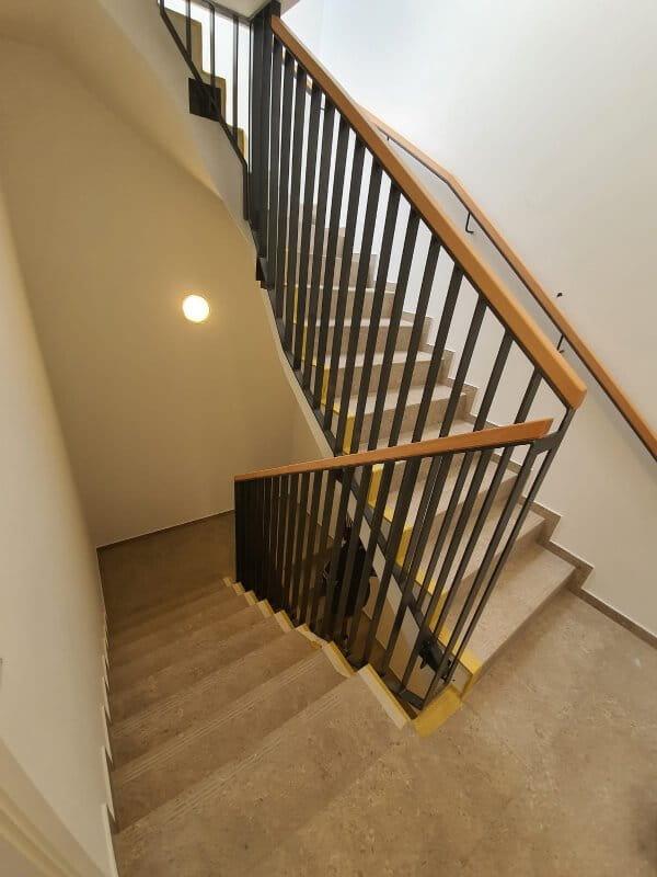 Handlauf im Treppenhaus